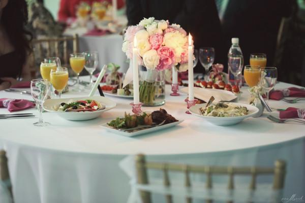 Vestuvių dekoras bijūnų tema