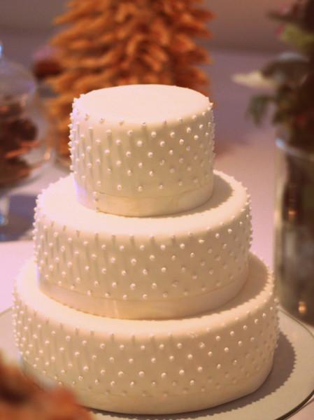 Vestuvinis tortas su žirniukais